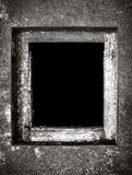 Agujero de la alcantarilla en tierra Fotos de archivo libres de regalías