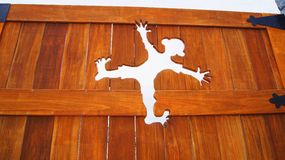 Agujero de la historieta en la pared de madera Foto de archivo