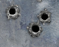 Agujero de punto negro en el metal aherrumbrado fotografía de archivo libre de regalías