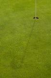 Agujero e hierba del golf Fotografía de archivo