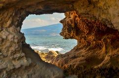 Agujero en la roca en el mar Imagen de archivo libre de regalías