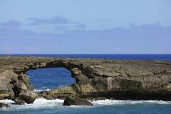Agujero en la roca Oahu Hawaii imagen de archivo