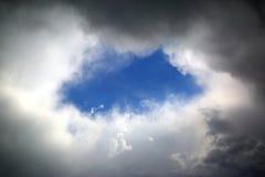 Agujero en nubes Fotos de archivo