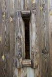 Agujero en pared de madera   Imagenes de archivo