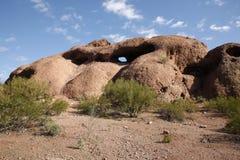 Agujero-en--roca, parque de Papago Imagenes de archivo