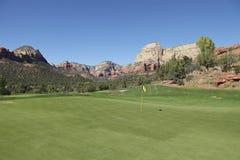 Agujero rojo escénico del golf de la roca Imagen de archivo libre de regalías