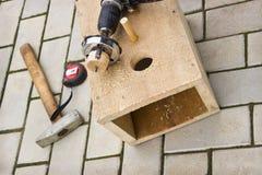 Agujeros de perforación en la pajarera Imagen de archivo libre de regalías