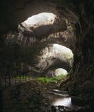 Agujeros gigantes de la cueva Fotos de archivo