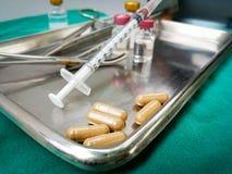 Agulha da injeção da medicina do equipamento médico imagem de stock