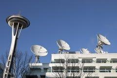 Agulha do espaço de Seattle & pratos satélites Fotografia de Stock