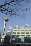 Agulha do espaço de Seattle & pratos satélites Imagem de Stock