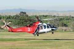 AgustaWestland AW139 helikopter podczas Los Angeles amerykanina bohatera Zdjęcie Stock