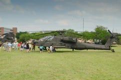 Ah-64 Apache-Helikoptervertoning Stock Afbeelding