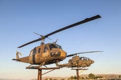 AH-1 kobra i Bell helikoptery przy weteranami Pamiątkowymi Fotografia Royalty Free