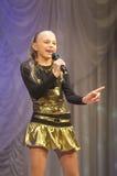 Ahartsova Anastasia com canção Imagem de Stock Royalty Free