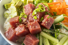 Ahi orgânico cru Tuna Poke Bowl Fotografia de Stock Royalty Free