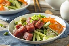 Ahi orgânico cru Tuna Poke Bowl Fotos de Stock