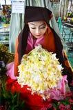 Ahmagyi Mya Nan Nowy, dewotka Botahtaung pagoda Zdjęcia Stock