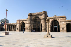 Ahmedabad, Índia - 28 de dezembro de 2014: Povos muçulmanos em Jama Masjid em Ahmedabad fotografia de stock royalty free