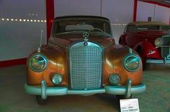 AHMEDABAD, GUJARAT, ΙΝΔΙΑ - τον Ιούνιο του 2017, κινηματογράφηση σε πρώτο πλάνο του μετώπου Benz της Mercedes του έτους 1955, εργ Στοκ φωτογραφίες με δικαίωμα ελεύθερης χρήσης