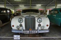 AHMEDABAD GUJARAT, INDIEN - Juni 2017, närbilden av framdelen av året 1959, lagledarearbete för Jaguar fläck IX - salong, England Royaltyfri Foto