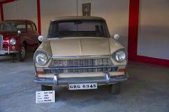 AHMEDABAD GUJARAT, INDIEN - Juni 2017, närbilden av framdelen av Fiat 1500 år 1964, lagledarearbete - salong, Italien auto världs Royaltyfria Foton