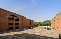 Ahmedabad, Indien - 26. Dezember 2014: Asiatische Studenten am indischen Institut des Managements Ahmedabad Stockfotos