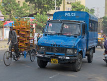 Ahmedabad-Polizei in Bewegung Stockfotos
