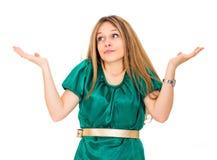 Ahnungslose junge Frau gegen lizenzfreies stockbild