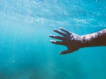 Ahogamiento de la mano del hombre Fotografía de archivo