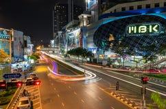 ahopping在晚上的曼谷。 免版税库存照片