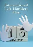 Ahorre el calendario de la fecha para el día internacional de los zurdos con el texto del título foto de archivo libre de regalías