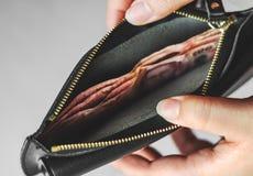 Ahorre el dinero y considere las actividades bancarias concepto del negocio de las finanzas imágenes de archivo libres de regalías
