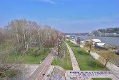 Ahorre el río - visión desde el puente del ` s de Branko Imagenes de archivo