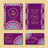 Ahorre la fecha y las tarjetas de RSVP que se casan la paleta de la púrpura de la invitación Fotografía de archivo