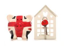 Ahorro para una casa en el Reino Unido Imágenes de archivo libres de regalías