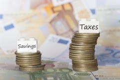 Ahorros bajos y concepto de los altos impuestos Fotografía de archivo