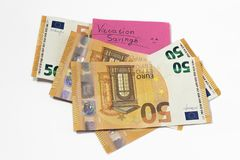 Ahorros de las vacaciones tener el dinero porciones de dinero para las vacaciones satisfecho fotografía de archivo libre de regalías