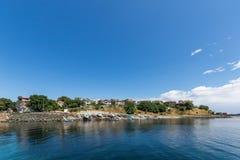 AHTOPOL, BULGARIE - 30 JUIN 2013 : Panorama de port de ville d'Ahtopol, Bulgarie Photos libres de droits