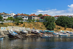 AHTOPOL BULGARIEN - JUNI 30, 2013: Panorama av port av staden av Ahtopol, Bulgarien Arkivfoton