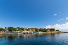 AHTOPOL, BULGARIJE - JUNI 30, 2013: Panorama van haven van stad van Ahtopol, Bulgarije Royalty-vrije Stock Foto's