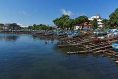 AHTOPOL, BULGARIJE - JUNI 30, 2013: Panorama van haven van stad van Ahtopol, Bulgarije Royalty-vrije Stock Afbeelding
