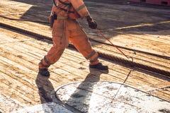 AHTS naczynia załoga holuje drut dla ładunku elektrostatycznego tankowa holowniczego udźwigu przygotowywa naczynie Obraz Stock