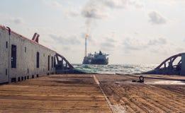 AHTS naczynie robi ładunku elektrostatycznego tankowa holowniczemu udźwigowi Oceanu holownika praca Obraz Royalty Free