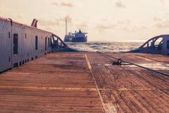 AHTS naczynie robi ładunku elektrostatycznego tankowa holowniczemu udźwigowi Oceanu holownika praca Zdjęcia Royalty Free