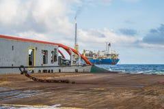 AHTS naczynie robi ładunku elektrostatycznego tankowa holowniczemu udźwigowi Oceanu holownika praca Fotografia Royalty Free