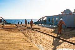 AHTS naczynie robi ładunku elektrostatycznego tankowa holowniczemu udźwigowi Oceanu holownika praca Zdjęcie Royalty Free