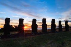 Ahu Akivi på solnedgången Arkivfoto