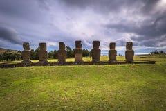 Ahu Akivi, Wielkanocna wyspa - Lipiec 11, 2017: Moai ołtarz Ahu Akiv zdjęcia stock