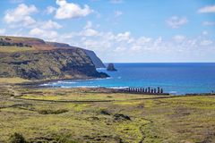Ahu Tongariki视图Moai雕象从Rano Raraku火山-复活节岛,智利的 免版税库存照片